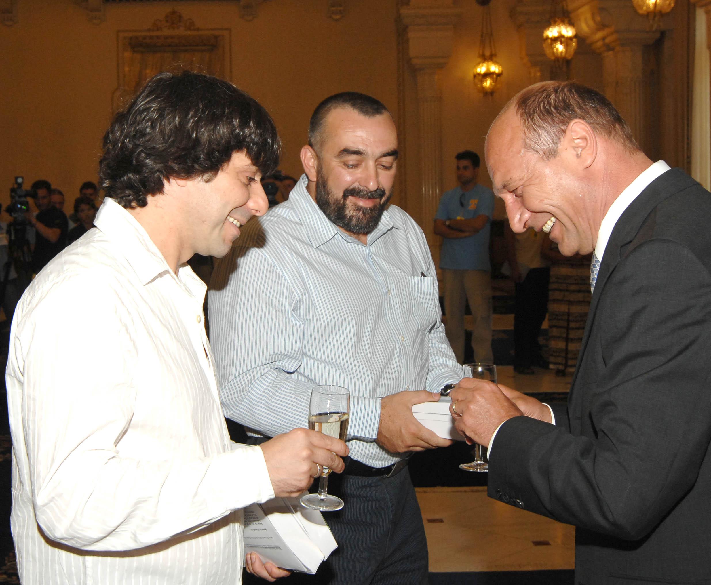 Fratii Roncea, golanii de ieri, membri fondatori ai Partidului Romania Unita