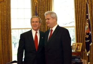 b040329ao 29th March 2004 Accession Ceremony for Seven New NATO Members in Washington D.C. (USA) The Seven New NATO Members and the Three Candidate Countries meet US President George W. Bush in Oval Room, The White House. Left to right: US President Bush greeting the Prime Minister of Romania, Adrian Nastase.